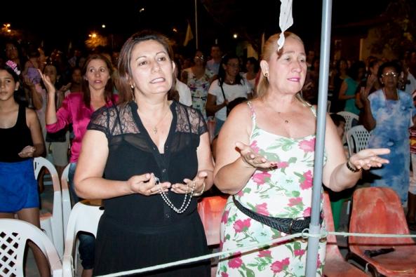 Fatinha e Felicidade. Sétima noite do novenário de N. Sra do Rosário, Remanso, Bahia.